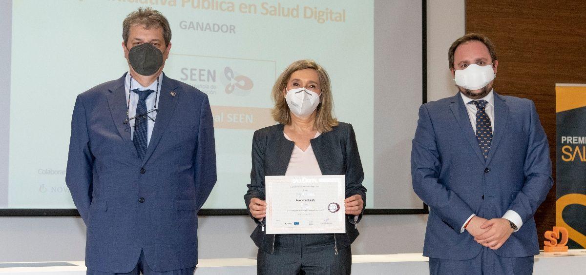 La presidenta de la Fundación SEEN, Irene Bretón, recoge su galardón (Foto. Oscar Frutos)