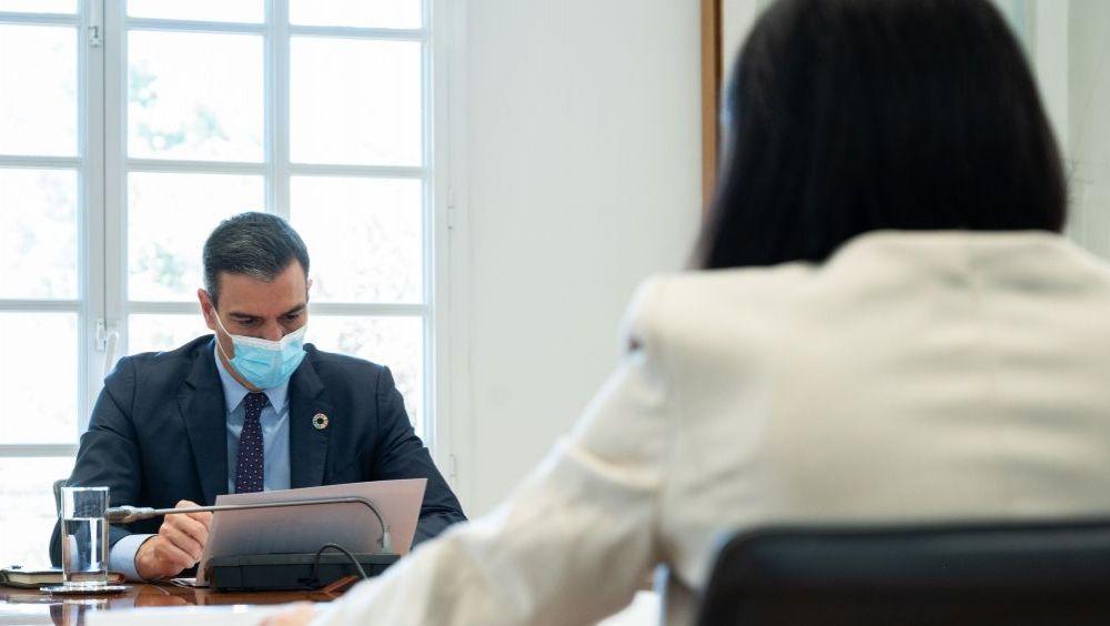 Pedro Sánchez, presidente del Gobierno, y Carolina Darias, ministra de Sanidad (Foto: Pool Moncloa / Borja Puig de la Bellacasa)
