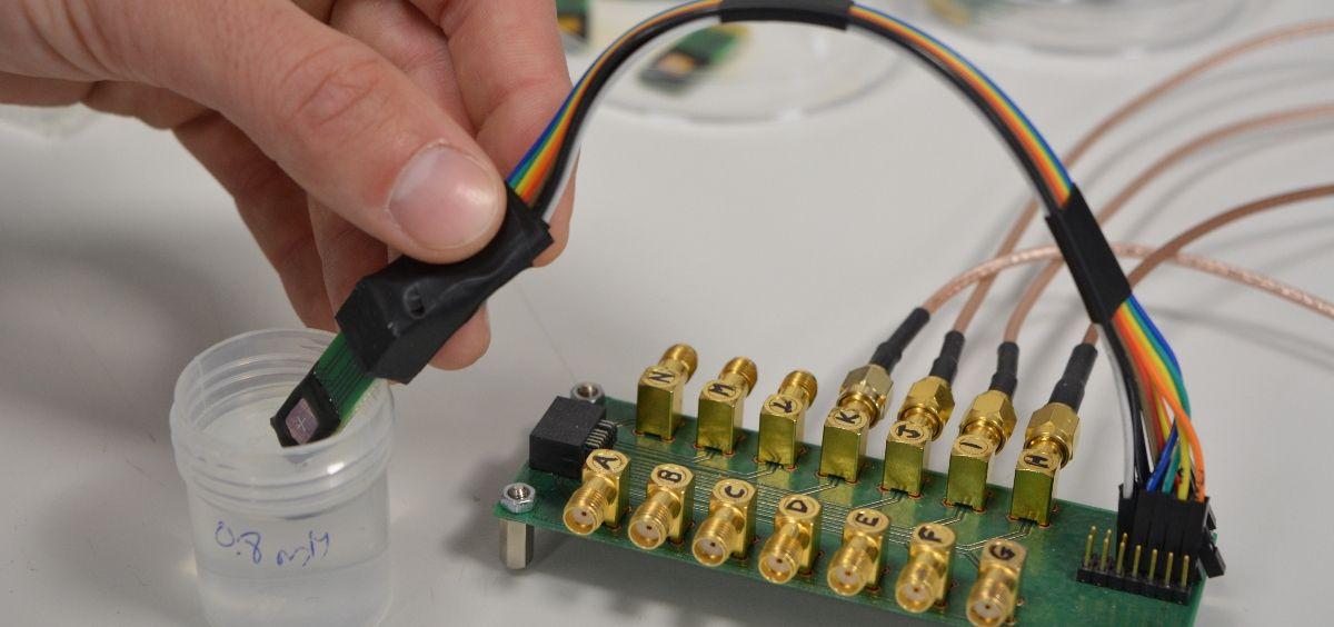 Dispositivo sensor desarrollado en el proyecto KardiaTool (Foto. IMB CNM CSI)