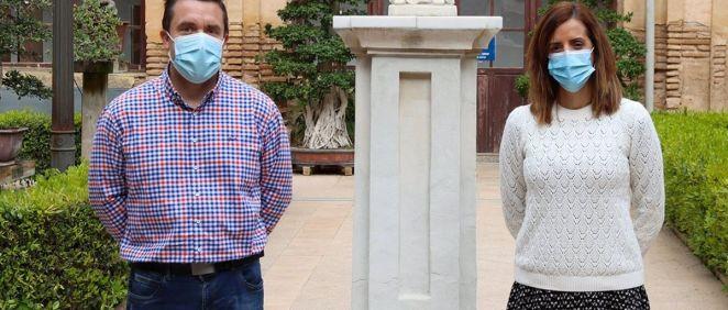 Los investigadores Horacio Pérez Sánchez, del Grupo de Investigación BIO HPC de la UCAM, e Irene Martínez Martínez, del Instituto Murciano de Investigación Biosanitaria (IMIB). (Foto. UCAM)