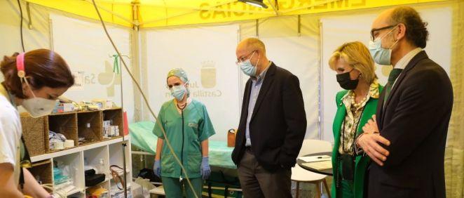 Francisco Igea junto a Verónica Casado, visitan un centro de vacunación (Foto: JCYL)