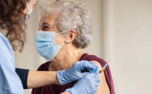 De las más de 14 millones de dosis administradas de vacuna, sólo se han notificado 17.297 reacciones