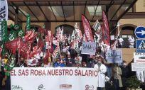 Centenares de personas se concentran en hospitales andaluces para exigir a SAS pagar el 100% de la productividad de 2019 (Foto. CCOO)