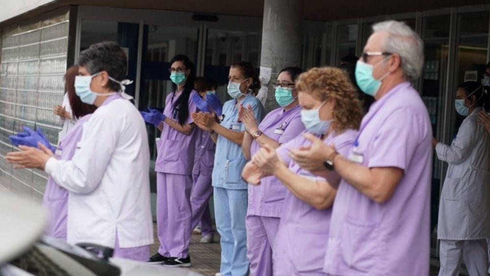 Trabajadores de Osakidetza del Hospital de Galdakao durante un homenaje (Foto: H.Bilbao / EP / Archivo)