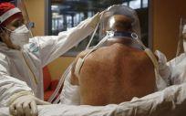 Un paciente de COVID 19, la enfermedad causada por el coronavirus, en una unidad de cuidados intensivos de un hospital de Roma (Foto.  Cecilia FabianoLaPresse via ZUM  DPA   Archivo)