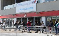 Varias personas acuden a un dispositivo de vacunación contra la Covid 19 en el estadio Wanda Metropolitano (Foto. Marta Fernández Jara   Europa Press   Archivo)