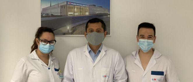 Equipo de la Unidad de Planificación Quirúrgica del HUIE, el Dr. Vázquez (centro), Rubén Aguilar y Ayla Yagüe (Foto. HUIE)