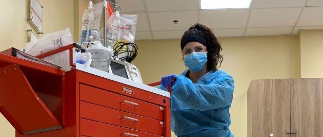 Profesional sanitaria en un hospital a punto de atender una urgencia. (Foto. Unsplash)