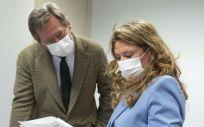 El portavoz del Gobierno Vasco, Bingen Zupiria, con la consejera de Salud, Gotzone Sagardui (Foto: Mikel Arrazola - EP)