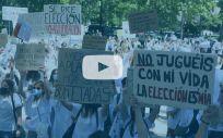 Profesionales sanitarias participan en la concentración convocada este martes a las puertas del Ministerio de Sanidad (Foto: Cézaro De Luca - Europa Press | Vídeo: Miguel Ángel Escobar - ConSalud.es)