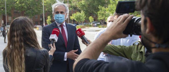 El consejero de Sanidad en funciones de la Comunidad de Madrid, Enrique Ruiz Escudero, ofrece declaraciones a los medios., (Foto. Alberto Ortega   Europa Press)