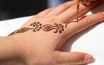 Tatuaje de henna negra
