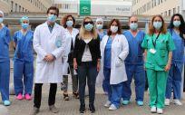 Donante y el equipo de Oftalmología y la coordinación de trasplantes del Hospital Juan Ramón Jiménez, de Huelva (Foto. ConSalud)