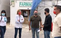 Representantes políticos de Compromís visitan una farmacia rural (Foto: Compromís)