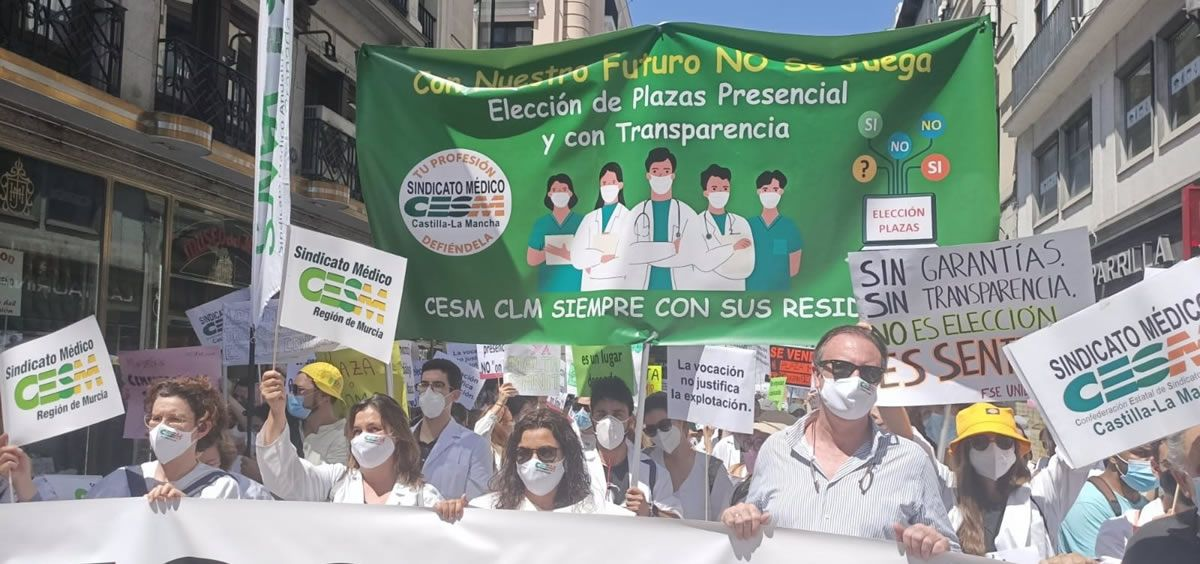 Un instante de la manifestación, a su paso por la Puerta del Sol (Foto. EP David Guirao)