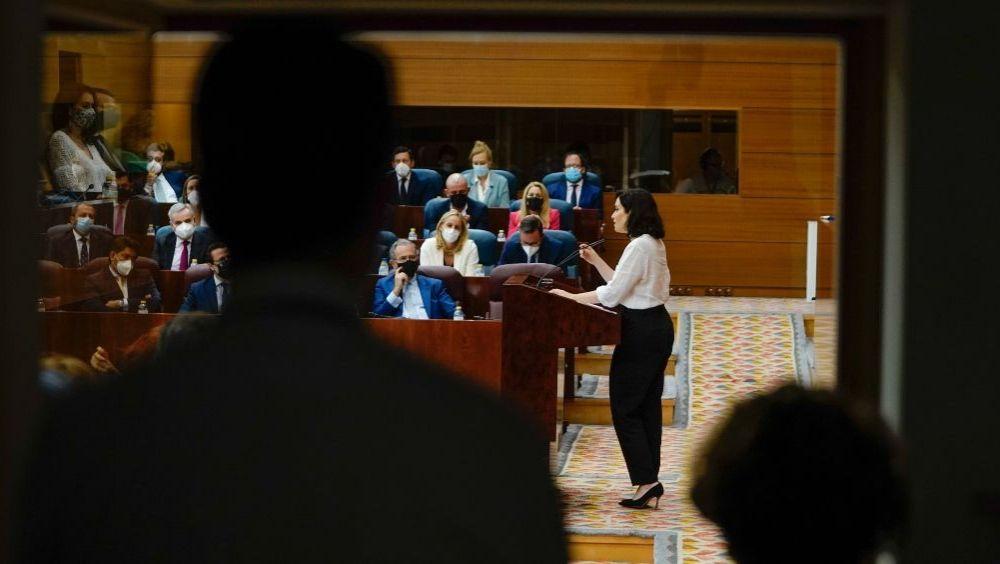 Isabel Díaz Ayuso, presidenta de la Comunidad de Madrid, interviniendo en la Asamblea (Foto: CAM)