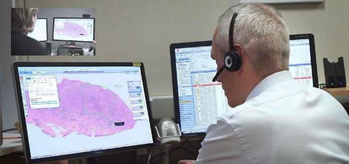Profesionales trabajando con patología digital. (Foto Philips Ibérica)