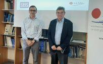 Los presidentes de SEMI y Seis durante la firma del convenio para impulsar el avance científico y técnico de la salud digital en España (Foto. SEMI)