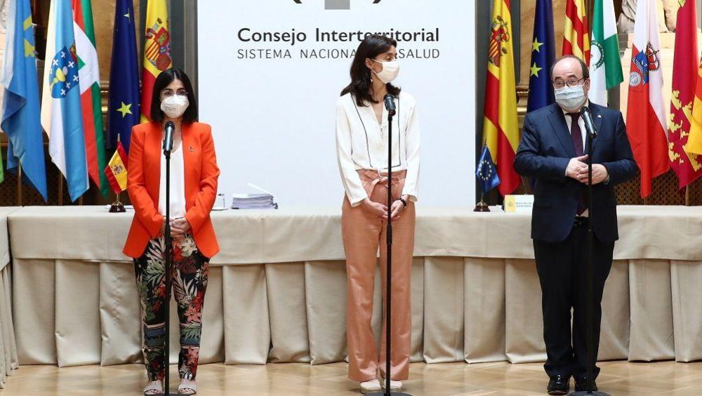 Carolina Darias, Pilar Yop y Miquel Iceta, durante la celebración del CISNS en el Senado. (Foto: Pool Moncloa)