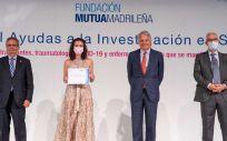 La Dra. Gloria Álvarez al recibir la ayuda de la Fundación Mutua Madrileña. (Foto Fundación Jiménez Díaz)