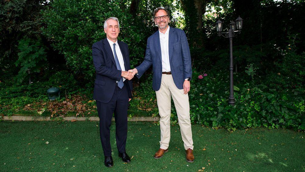 Giorgio Albonetti, presidente de EDRA, y Antonio Franco, CEO de Luzán 5, cierran el acuerdo