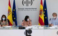 La secretaria de Estado de Sanidad, Silvia Calzón; la ministra de Sanidad, Carolina Darias; y el director del CCAES, Fernando Simón en el CISNS