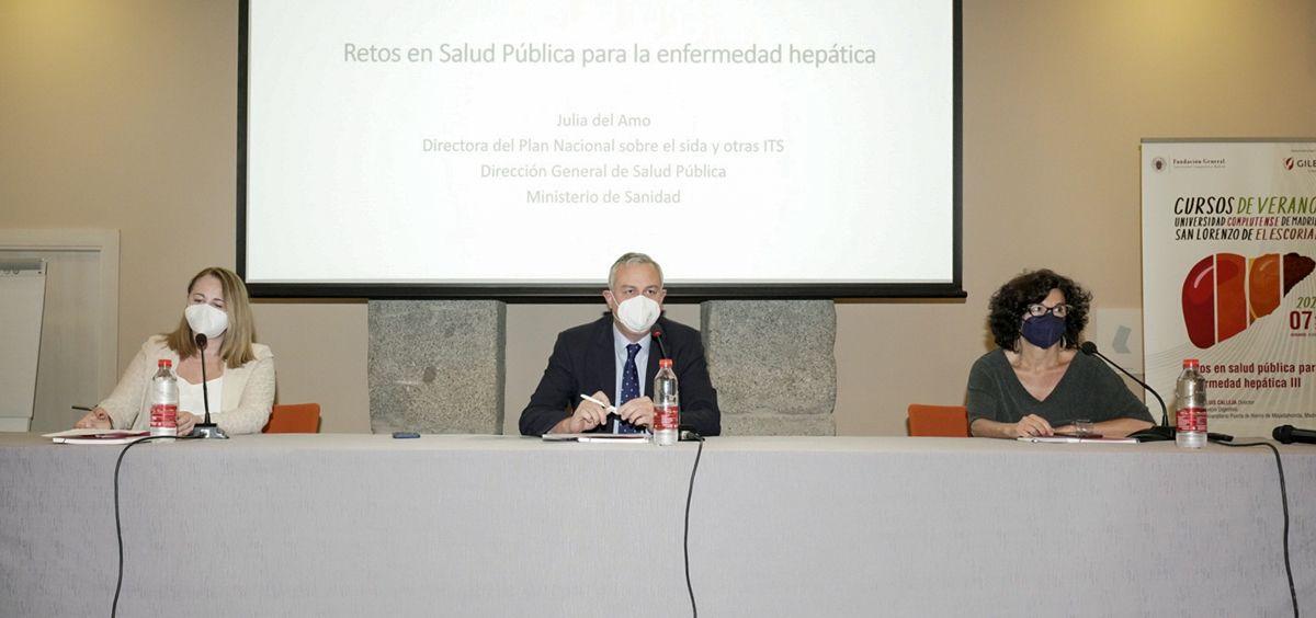 """Expertos participantes del Curso de verano UCM – Gilead """"Retos en salud pública para la enfermedad hepática III"""" (Foto: UCM)"""