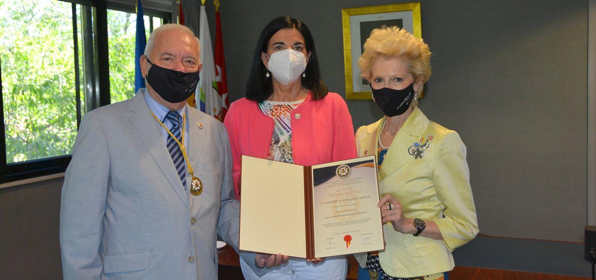 Raquel Rodríguez, nueva presidenta del Comisión Deontológica del CGE con Florentino Pérez Raya y Pilar Fernández, presidente y vicepresidenta del CGE, respectivamente (Foto: CGE)
