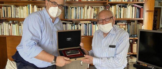 Cumple 100 años el médico colegiado más longevo de Cantabria