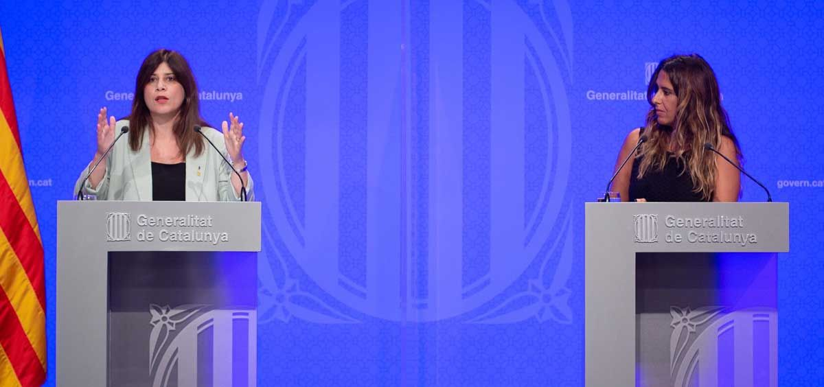 La consellera de Investigación y Universidades, Gemma Geis (i), y la portavoz del Govern de Cataluña, Patricia Plaja, intervienen en una rueda de prensa posterior a una reunión del Consell Executiu del Govern (Foto. EP)