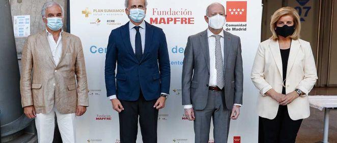 Escudero ha abogado por la vacunación a embarazadas durante la visita al punto de test de antígenos gratuitos instalado en el Wizink Center (Foto. Comunidad de Madrid)