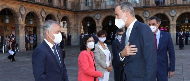 Íñigo Urkullu, Lehendakari del Gobierno vasco, saluda al rey Felipe VI antes de la Conferencia de Presidentes (Foto: Casa Real)