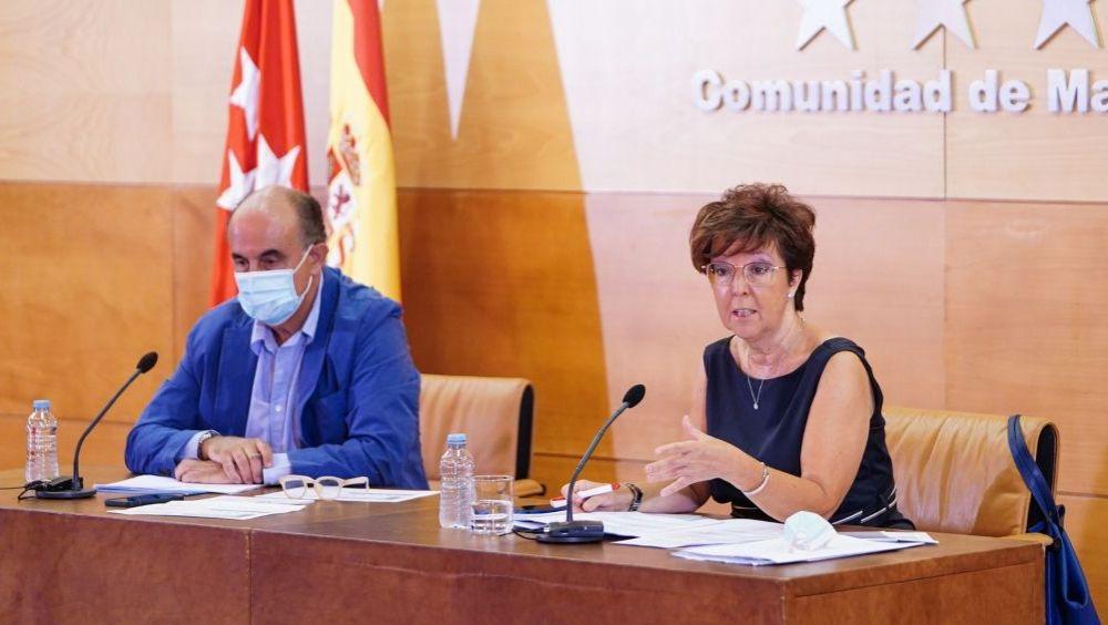 Antonio Zapatero, viceconsejero de Asistencia Sanitaria y Salud Pública de Madrid, y Elena Andradas, directora general de Salud Pública (Foto: CAM)