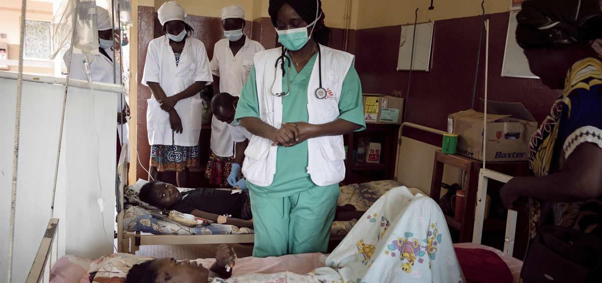 Una paciente con VIH en un hospital de Bangui apoyado por MSF (Foto: Adrienne Surprenant/Collectif)