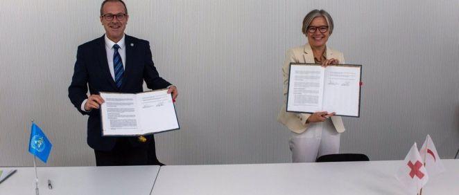 Dr. Hans Henri Kluge, director de la OMS en Europa y la Sra. Birgitte Bischoff Ebbesen, de FICR. (Foto. OMS Europa. EP)