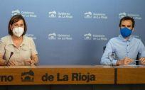 La consejera de Salud y Portavoz del Gobierno, Sara Alba, y el director general de Salud Pública, Consumo y Cuidados, Pello Latasa (Foto: La Rioja)