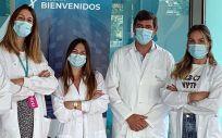 Los científicos de los centros GENYO (Granada) e IMIBIC (Córdoba) Karim Benabdellah, Kristina Pavlovic, Marina Cortijo-Gutiérrez, Francisco Martin y Noelia Maldonado-Pérez (Foto: Junta de Andalucía)