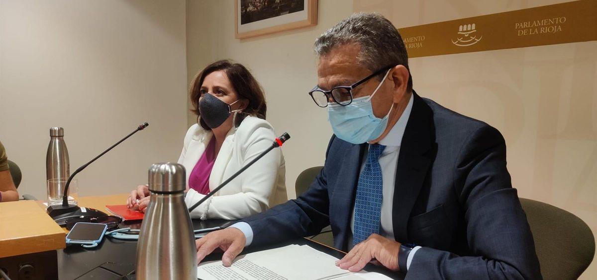 Comparecencia de prensa del consejero de Hacienda, Celso González, y la portavoz de IU, Henar Moreno (Foto. Europa Press)