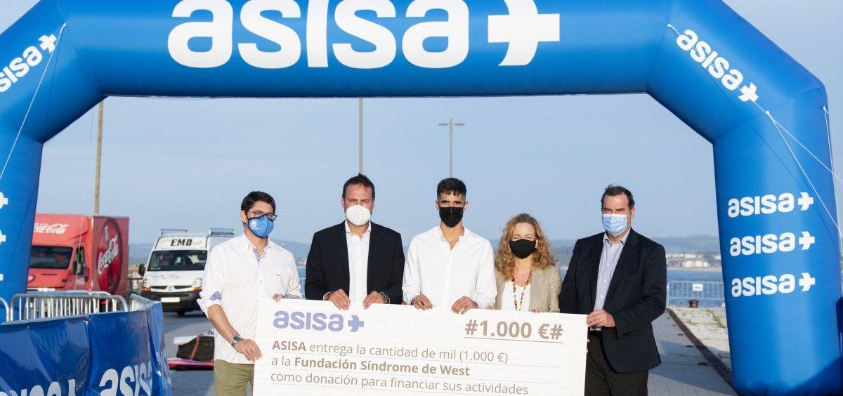 Diego Méntrida recibe el premio ASISA a la Tranquilidad en el Deporte Cantabria. (Foto. Asisa)