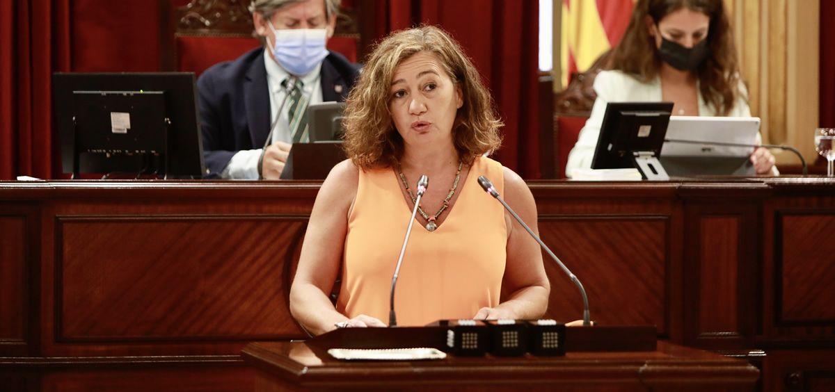 La presidenta del Gobierno de las Islas Baleares, Francina Armengol, durante su intervención en el debate de política general en el parlamento autonómico (Foto: Gobierno Islas Baleares)