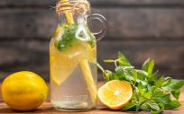 Agua con limón (Foto. Freepik)