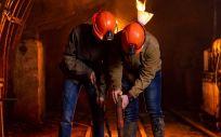 Mineros trabajando en una mina (Foto. Freepik)