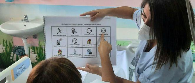La UCI del Hospital de Alicante implanta un proyecto de mejora de la comunicación en pacientes con dificultades para hablar (Foto: Hospital de Alicante)