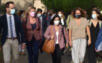 Carolina Darias, ministra de Sanidad, en el centro de la imagen durante su visita a Mahón (Foto: M. Sanidad)
