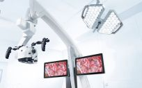 El microscopio robotizado Zeiss Kinevo 900 (Foto: Hospital La Luz)