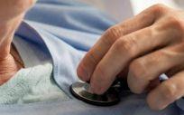 Los factores de riesgo de una enferemdad cardiovascular aumentan con la edad (Foto. Freepik)