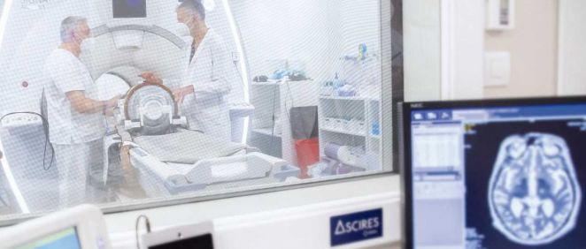 Con la técnica Neuro HIFU, Ascires ya trata sin cirugía el temblor, la rigidez o lentitud de movimientos en determinados pacientes de párkinson (Foto. Ascires Grupo Biomédico)
