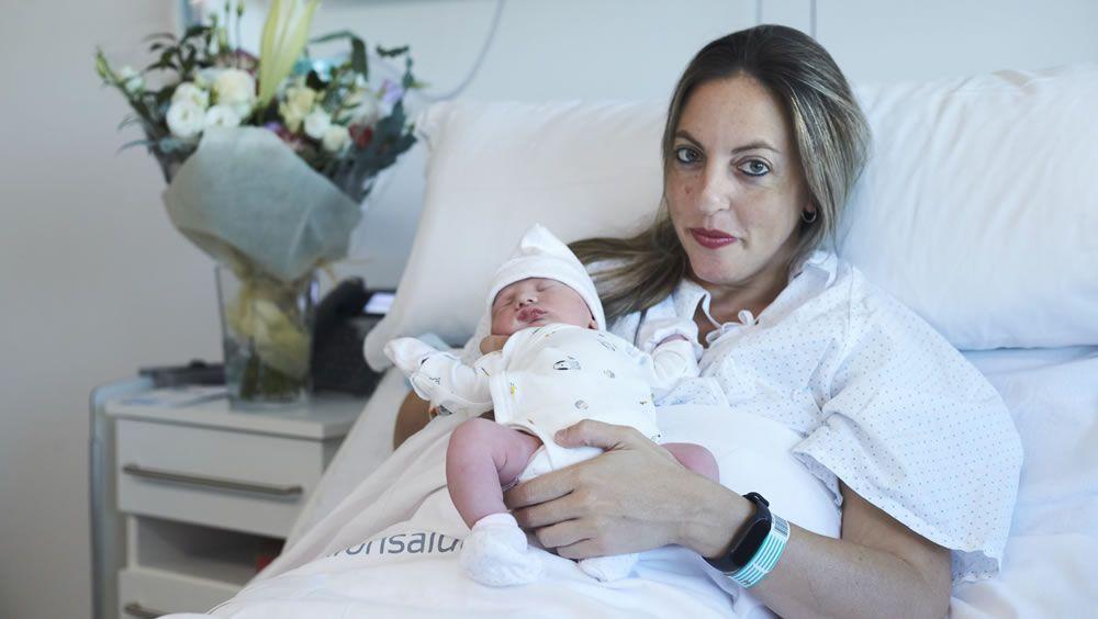 Carmen, primera bebé del Materno Infantil de Quirón Sevilla