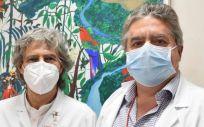 De izq a drcha: Francisco de Abajo (responsable de Farmacología Clínica) y Diego Rodríguez Puyol (jefe de Servicio de Nefrología), ambos líderes del estudio premiado del Hospital de Alcalá (Foto: Hospital de Alcalá)