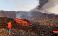 Personal del Instituto Volcanológico de Canarias trabajando tras la erupción del volcán en La Palma (Foto: Involcan)